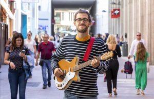 """Borja Catanesi, el joven certificado como """"mejor músico callejero del mundo"""""""