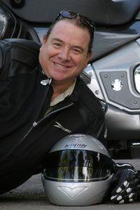 La increíble historia de Emilio Scotto, el argentino que es récord Guinness por su travesía en motocicleta