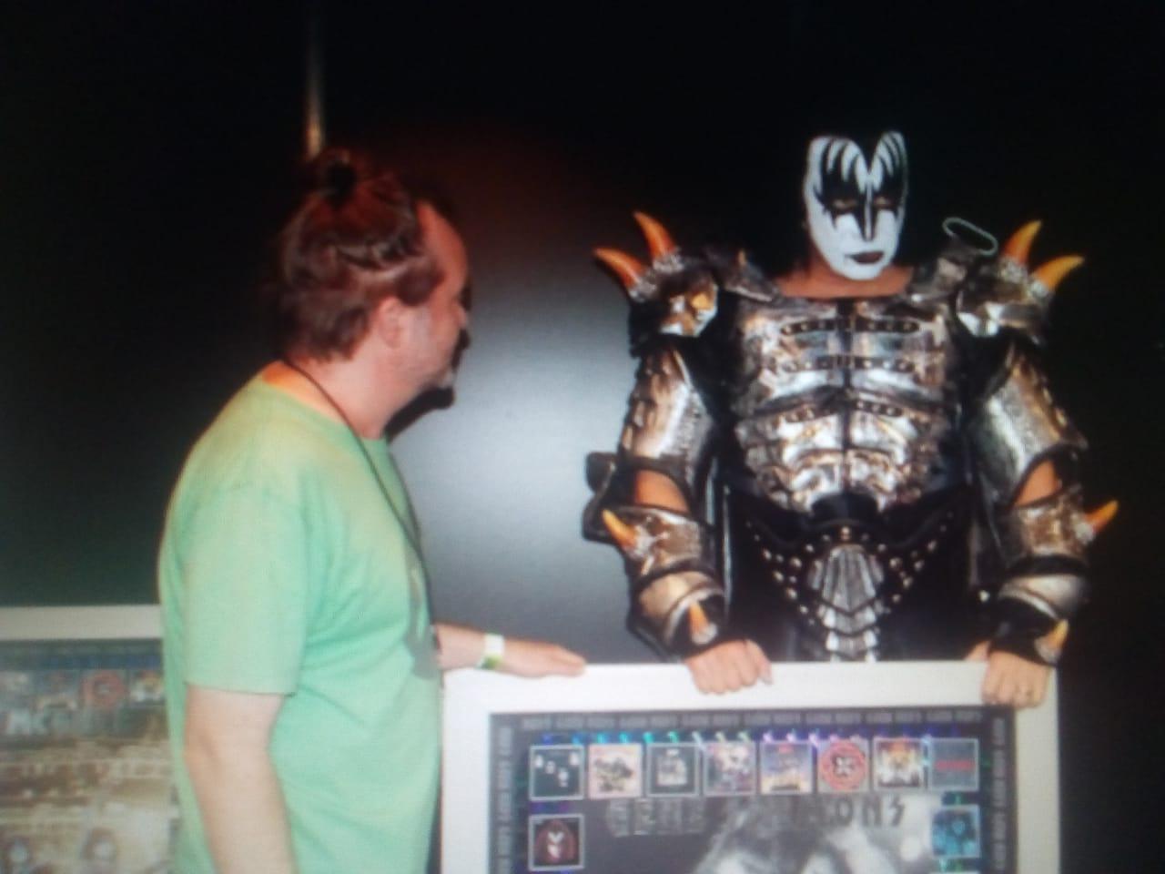 Detrás de Alex Menghi, el mayor coleccionista de Kiss en Argentina - Radio Cantilo