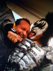 Detrás de Alex Menghi, el mayor coleccionista de Kiss en Argentina